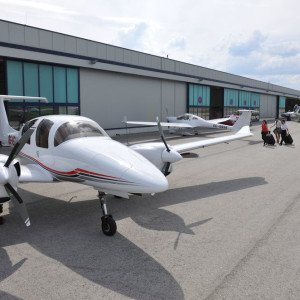LifeStyle Aviation – Diamond DA62 on ramp