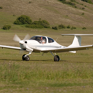 Diamond-DA40Tundra-OnTheGround